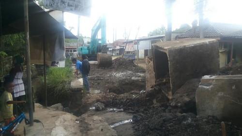 Perbaikan Jalan Raya Cimanggis.