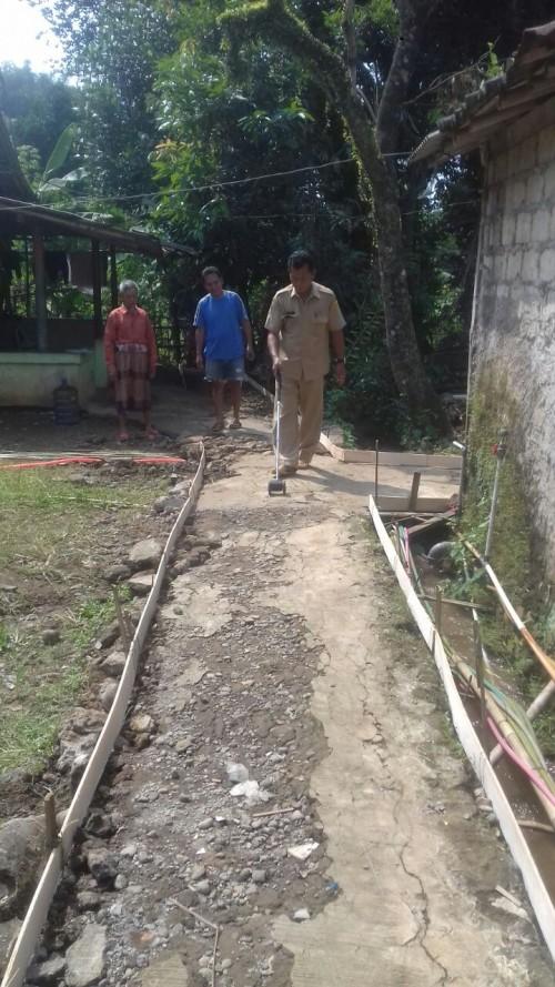 Pembangunan Betonisasi Jalan Desa Waringin Jaya
